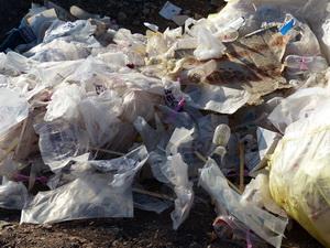 دفن فاجعه بار زباله های عفونی در رفسنجان+عکس