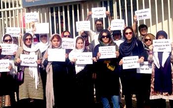 پشت پرده تجمعات ده نفره برای ورود زنان به ورزشگاه / پیادهنظام آمریکا زمینه تحریمهای حقوق بشری را فراهم کردند