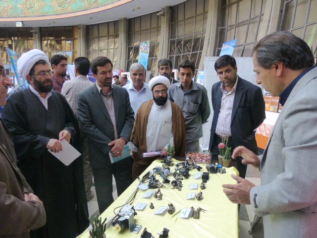افتتاحیه نمایشگاه به مناسبت هفته دولت در رفسنجان + عکس