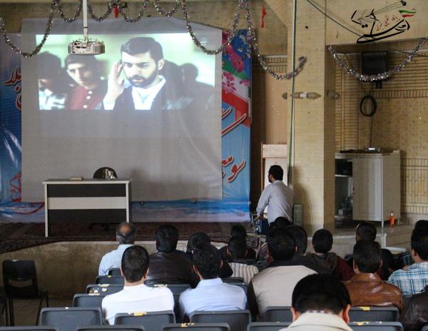 گزارش تصویری اکران فیلم های جشنواره مردمی عمار در جمع خدام هیات کربلای رفسنجان و منزل یکی از شهروندان شهر رفسنجان