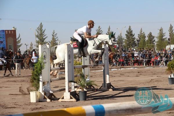 تصاویری از اولین میزبانی رفسنجان در مسابقات پرش با اسب استان