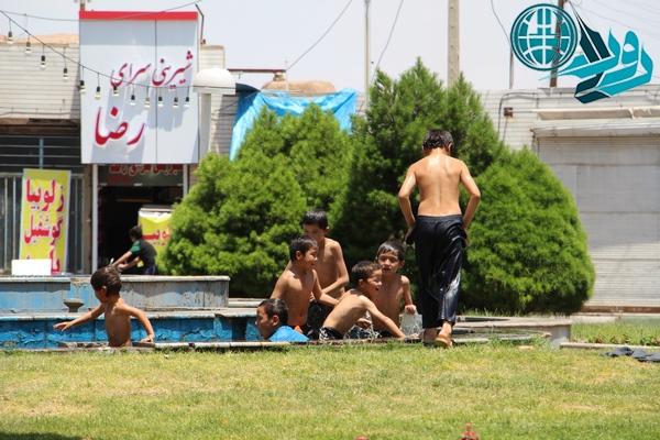 تابستان و جولان دوباره کودکان افاغنه در مرکز شهر رفسنجان+عکس