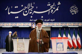 رهبر معظم انقلاب: روز انتخابات روز احقاق حق مدنی ملت است/ مردم در هر شهری به تعداد نامزدهای آن شهر و در تهران به ۳۰ نفر رای بدهند