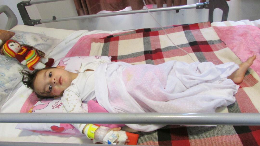 چرخ بی احتیاطی پدر بر پیکر کودک ۳ ساله رفسنجانی/پزشکان زینب را نجات دادند